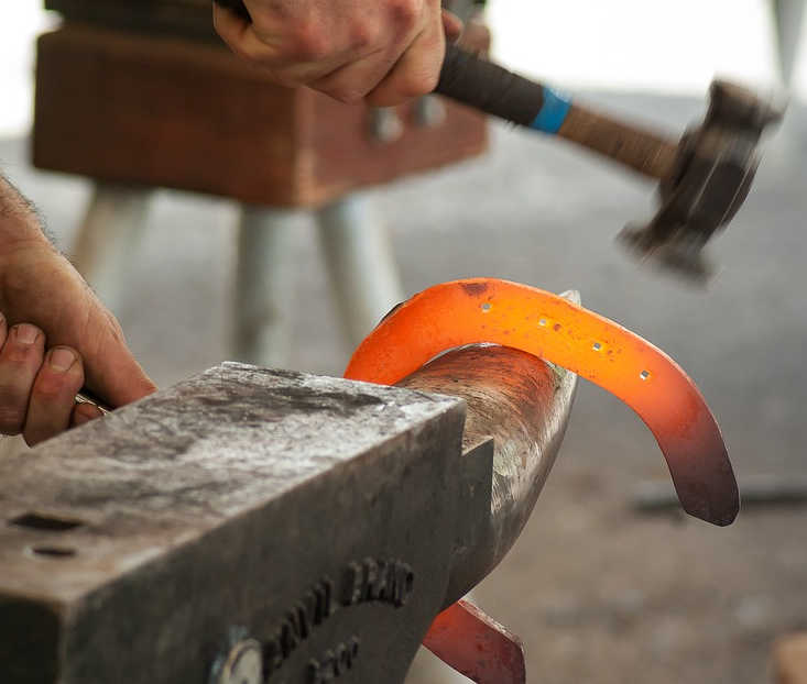 Blacksmith Projects And Uses For Old Horseshoes Craft Ideas And More Blacksmith U